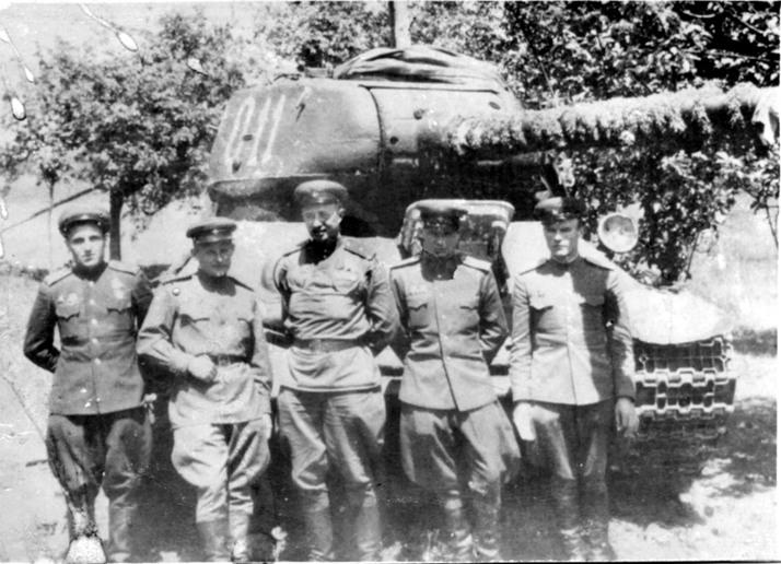 Бойцы 29-й гвардейской стрелковой дивизии с боевым знаменем